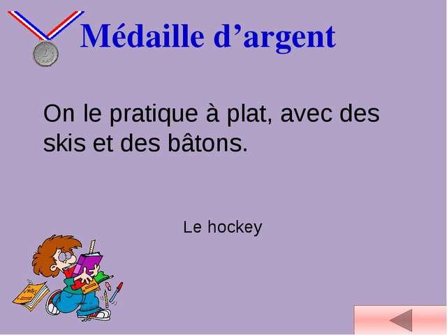Médaille d'argent On le pratique à plat, avec des skis et des bâtons. Le hoc...