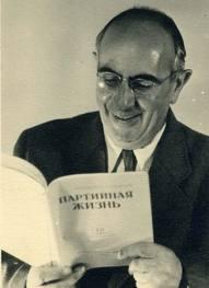 http://upload.wikimedia.org/wikipedia/ru/f/f5/M_Ageev.jpeg