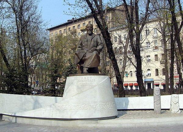 Памятник А. Кунанбаеву в Москве