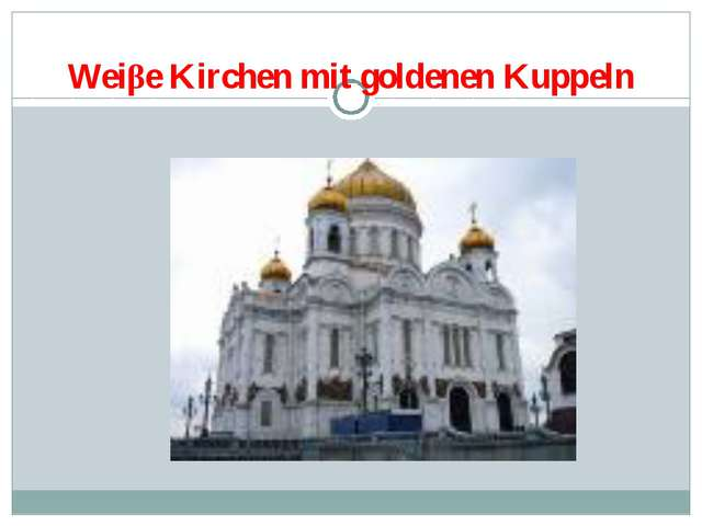 Weiβe Kirchen mit goldenen Kuppeln
