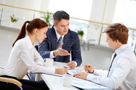 C:\Users\Арай\Desktop\14582561-Пожилые-лидер-команды-мотивировать-молодых-сотрудник�.jpg
