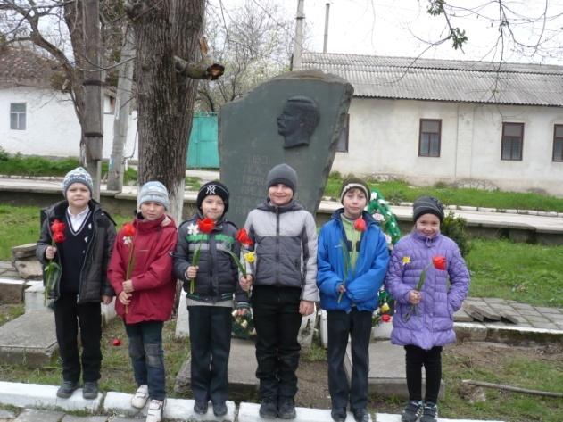 F:\памятник и дети\P1140123.JPG