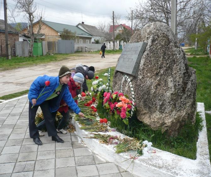 F:\памятник и дети\P1140120.JPG