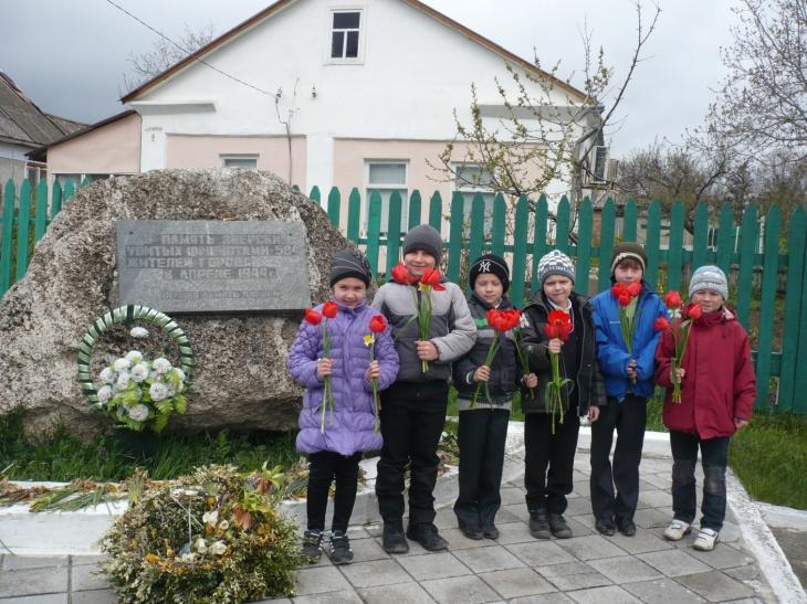 F:\памятник и дети\P1140118.JPG