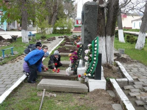 F:\памятник и дети\P1140124.JPG