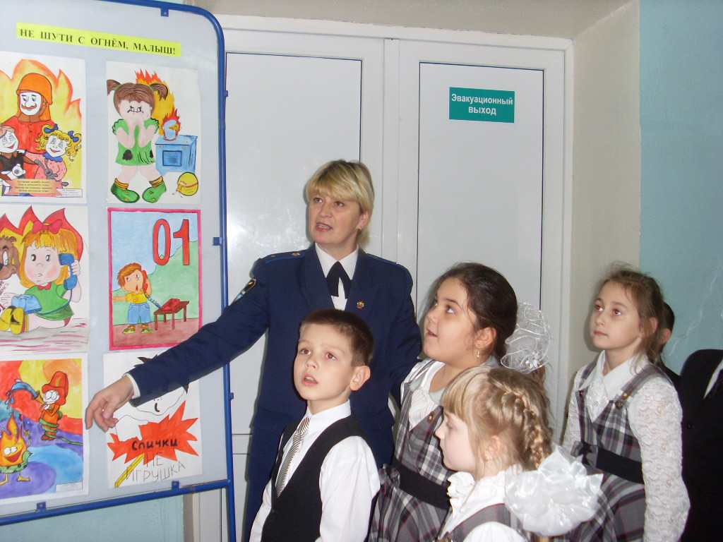 E:\мои рисунки\Мой класс\9 Б класс 2010-2011 г\Отчетное мероприятие по пожарной безопасности 27.12.2010\27 декабря 2010г\SL380573.JPG
