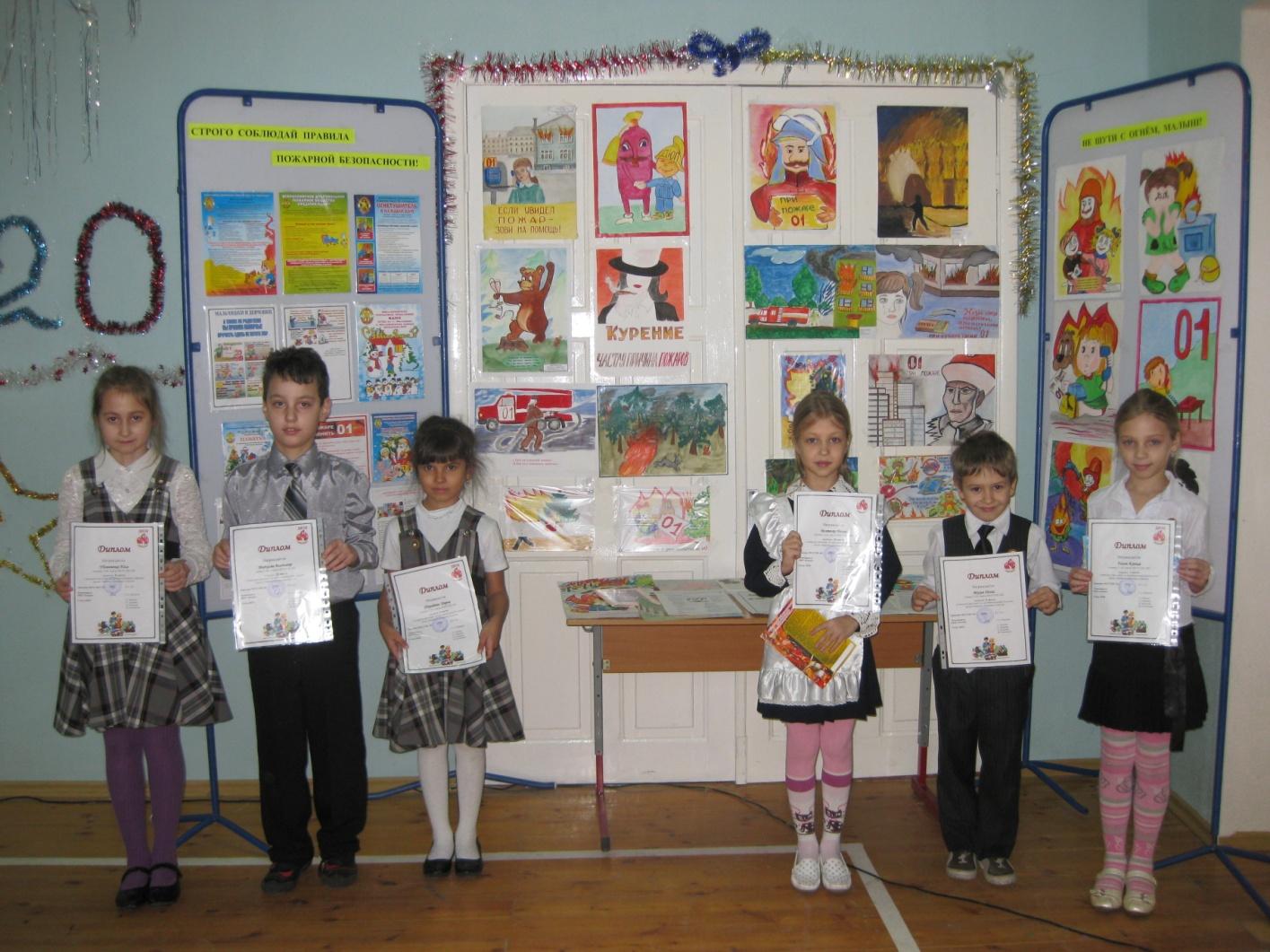 E:\мои рисунки\Мой класс\9 Б класс 2010-2011 г\Отчетное мероприятие по пожарной безопасности 27.12.2010\27 декабря 2010г\IMG_6072.JPG