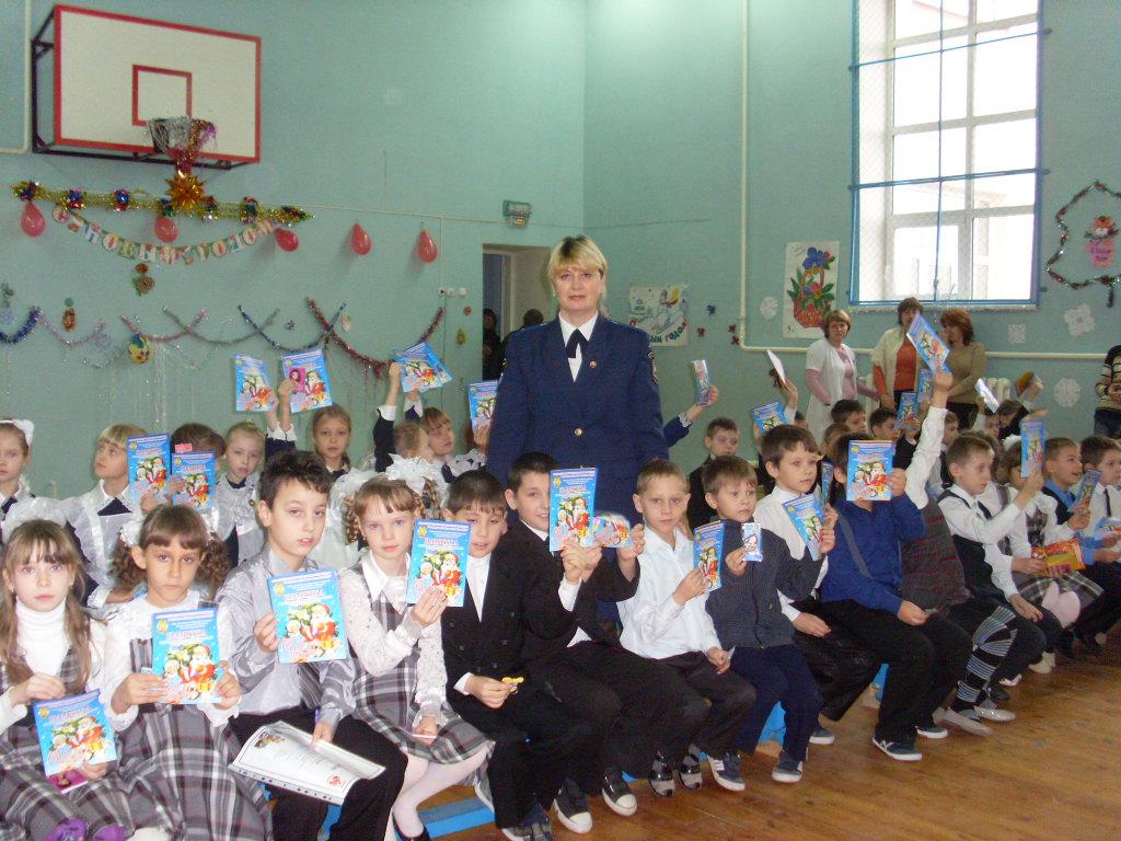E:\мои рисунки\Мой класс\9 Б класс 2010-2011 г\Отчетное мероприятие по пожарной безопасности 27.12.2010\27 декабря 2010г\SL380610.JPG