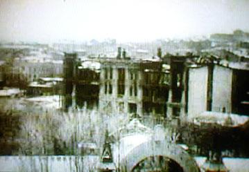 Пятигорск послеоккупационного времени. На снимке видные обгоревшие, полуразрушенные здания Цветника