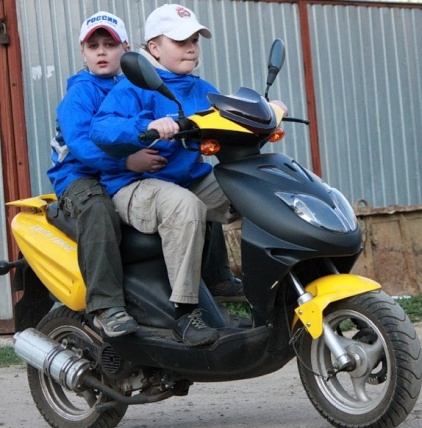 http://honlingzakaz.ru/images/rebenok-i-scooter.jpg