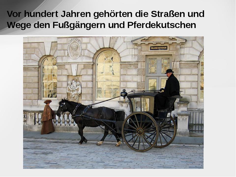 Vor hundert Jahren gehörten die Straßen und Wege den Fußgängern und Pferdeku...