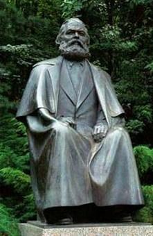 памятник Карлу Марксу в Сургуте