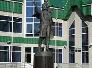 250px-Памятник_пушкину_у_библитотеки.jpg