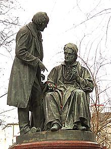 https://upload.wikimedia.org/wikipedia/commons/thumb/e/e9/G%C3%B6ttingen-Gau%C3%9F-Weber-Monument.01.JPG/220px-G%C3%B6ttingen-Gau%C3%9F-Weber-Monument.01.JPG