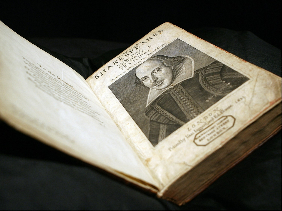 an essay on william shakespeare and the variant readings in the first folio An article discussing the first folio, otherwise known as 'the complete works of william shakespeare.