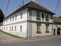 https://upload.wikimedia.org/wikipedia/commons/thumb/f/f8/Nelahozeves_birthhouse_of_Antonin_Dvorak.JPG/200px-Nelahozeves_birthhouse_of_Antonin_Dvorak.JPG