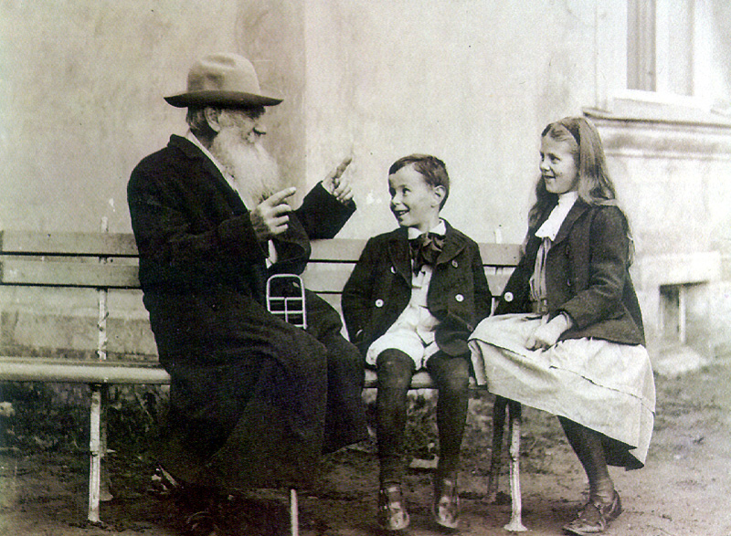 D:\Новая папка (4)\Tolstoy_and_his_grandchildrens.jpg