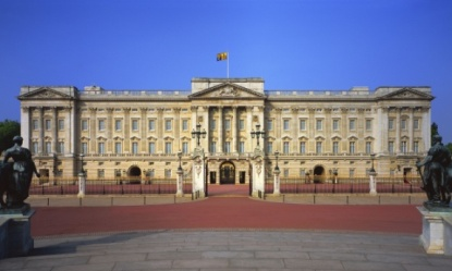 https://static-secure.guim.co.uk/sys-images/Guardian/Pix/pictures/2013/10/14/1381759878099/Buckingham-Palace-014.jpg
