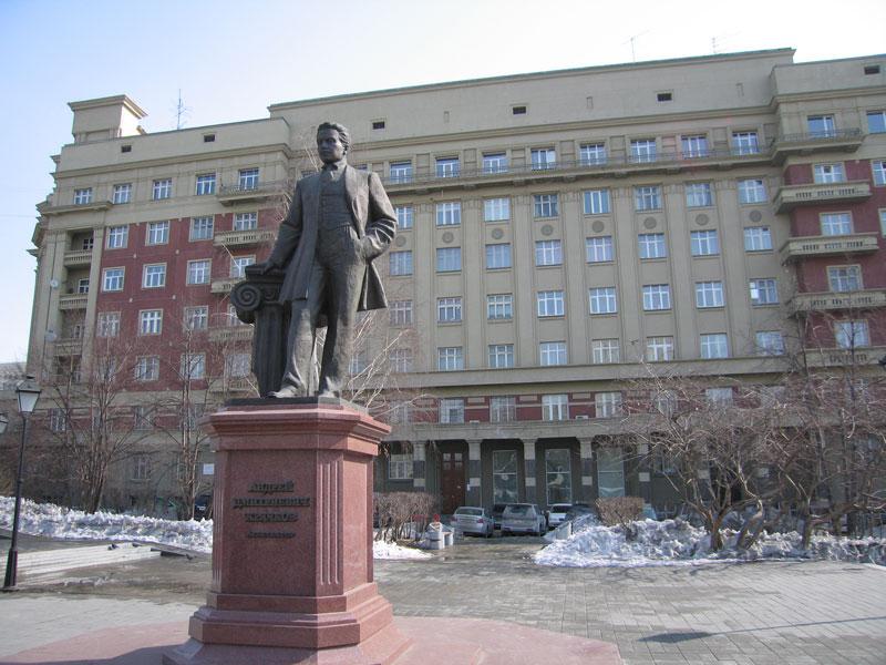 Памятник архитектору А.Д. Крячкову