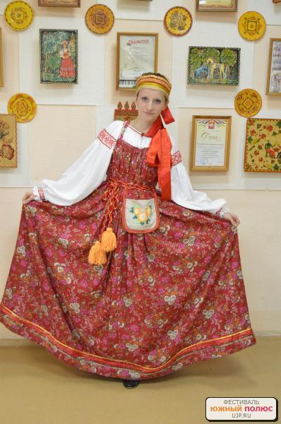 http://ujp.ru/data/dpi/2013/04/03/18089_Doronina_Daryya_Devichiy_narodnyy_kostyum__kompleks_-_rubaha_sarafan.jpg