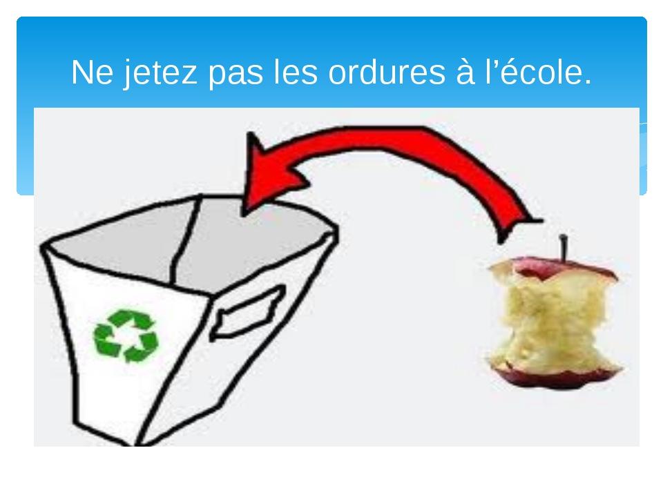 Ne jetez pas les ordures à l'école.