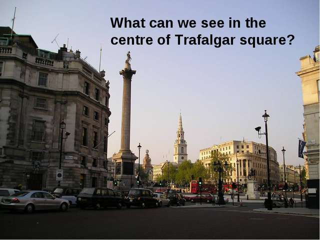 What can we see in the centre of Trafalgar square?