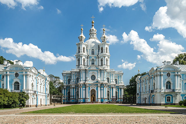 http://upload.wikimedia.org/wikipedia/commons/thumb/a/a1/Smolny_Cathedral_SPB_02.jpg/640px-Smolny_Cathedral_SPB_02.jpg