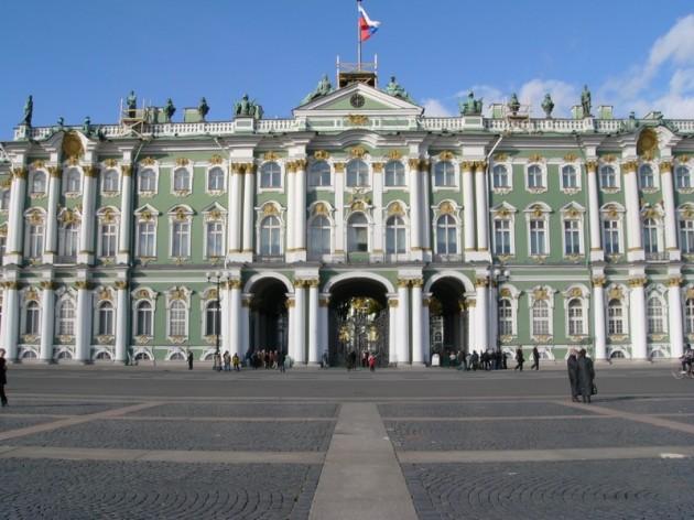 http://tour.gd/wp-content/uploads/2012/10/Zimnij-dvorets-630x472.jpg