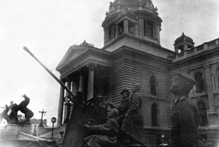 Описание: 30 октября 1944 года немцы, впервые после потери Белграда, попробовали бомбить город - Сайт про вторую мировую войну