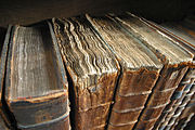 https://upload.wikimedia.org/wikipedia/commons/thumb/8/87/Old_book_bindings.jpg/180px-Old_book_bindings.jpg