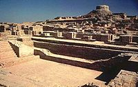 http://upload.wikimedia.org/wikipedia/commons/thumb/9/9a/Mohenjodaro_Sindh.jpeg/200px-Mohenjodaro_Sindh.jpeg