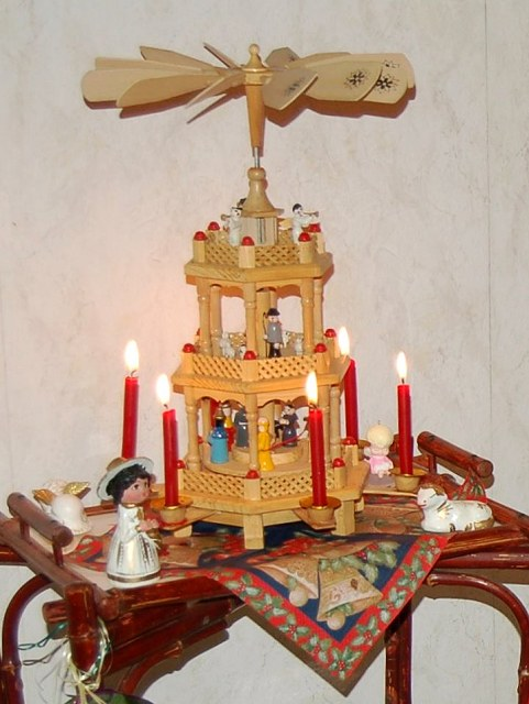 http://www.sights-and-culture.com/Germany/Customs/Christmas-Pyramide-1.jpg