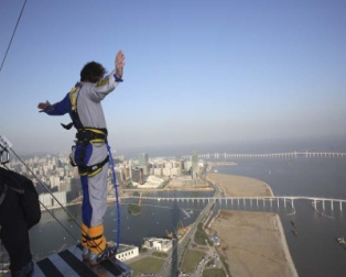 D:\MUM\Pictures\Extreme sports\Bungee jumping\1251147164_macau_dec06_078-thumb[1].jpg