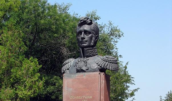 Памятник Основателю города светлейшему князю Воронцову в Ейске