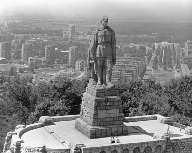 Памятник солдату в Болгарии.