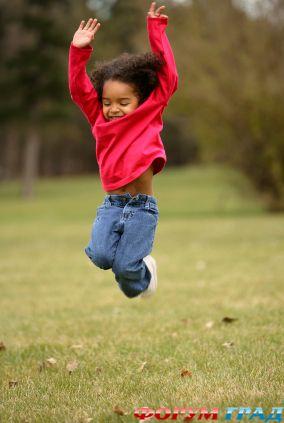 C:\Users\KONSUL\Downloads\раздаточный материал\jumping-girl-play.jpg