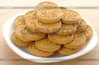 http://img.cliparto.com/pic/xl/188805/3131605-yellow-cookies-on-plate.jpg