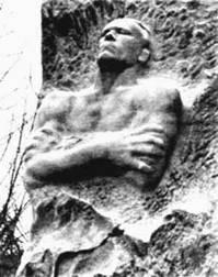 Памятник Карбышеву при входе в Маунтхаузен