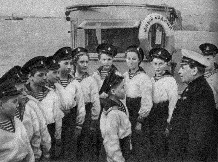 Юные водники Московского и Горьковского детских речных пароходств