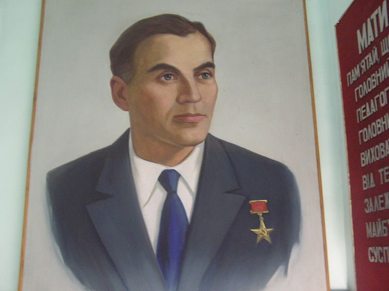 800px-Сухомлинский_В_(портрет).JPG