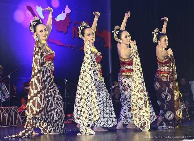 Танец, посвященный батику